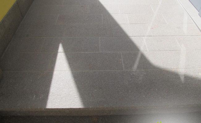 pavimentazione-esterna-con-piastrelle-di-porfido